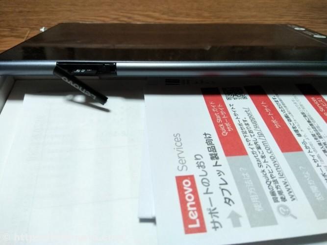 Lenovo TAB4 8 plus横からの画像(microSDカードスロット)